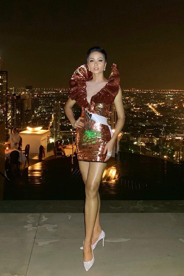 Bí kíp chọn váy ngắn khoe chân dài của HHen Niê tại Miss Universe - 6
