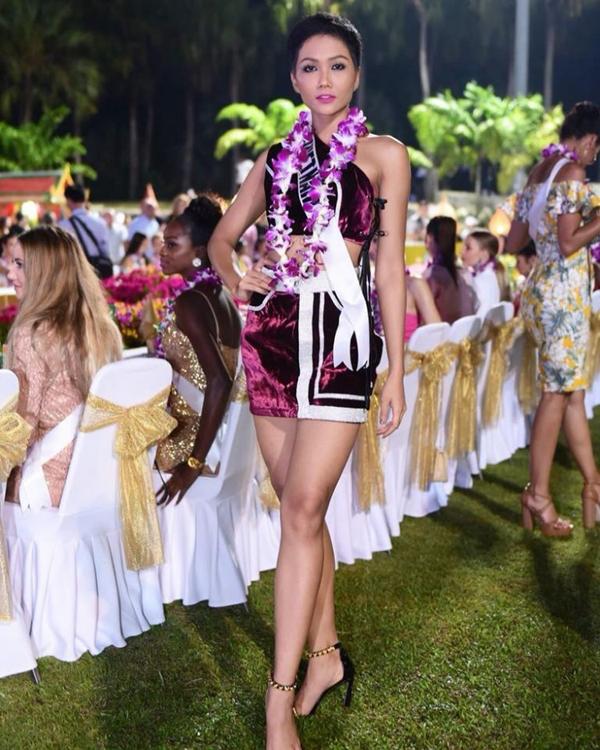 Bí kíp chọn váy ngắn khoe chân dài của HHen Niê tại Miss Universe - 7