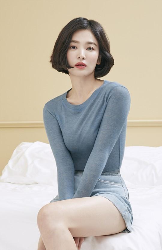 Thời gian này, Song Hye Kyo đang gây chú ý trên màn ảnh nhỏ với vai nữ chính trong phim Encounter.Bộ phim đạt tỷ lệ khán giả theo dõi cao nhất ở mức 10.3, theo thống kê của Nielsen Korea.