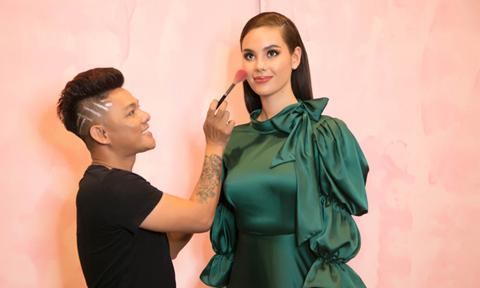 makeup-phuc-nghia-tiet-lo-hau-truong-lam-dep-cho-tan-hoa-hau-hoan-vu