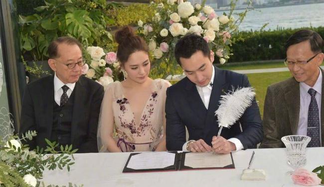 Lễ cưới của cặp đôi có sự góp mặt của ông Dương Thụ Thành -chủ tịch tập đoàn giải trí Anh Hoànglớn nhất nhì Hong Kong. Cha Hân Đồng mất sớm, cô coi ông Dương như bố đẻ của mình. Ông cũng là người nâng đỡ nhiều cho cô trong những năm tháng hoạt động trong showbiz.