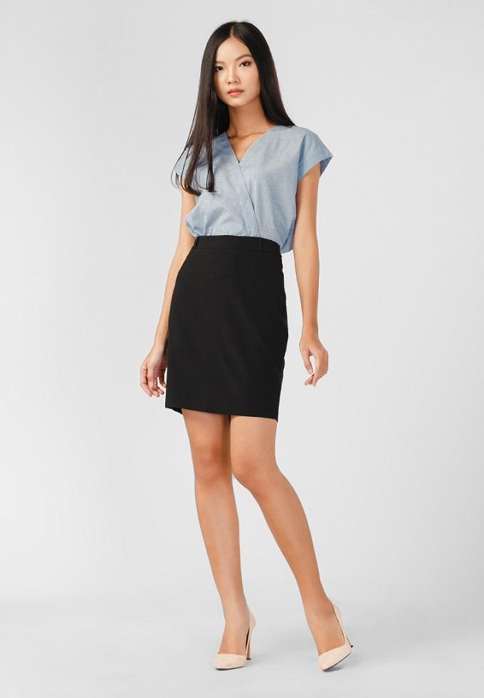 Váy nữ Papka công sở xẻ túi hông: giá 175.000 đồng (giá gốc 349.000 đồng) dành cho các nàng công sở với chân váy ôm tôn dáng đến từ nhãn hiệu Paka. Chân váy với thiết kế dáng ôm, màu sắc trơn nhã nhặn tăng thêm vẻ thanh lịch cho các nàng.