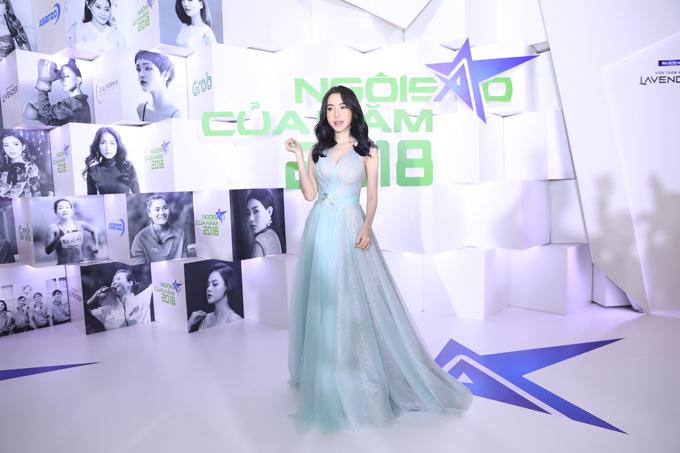 Hot girl Elly Trần như hàng công chúa