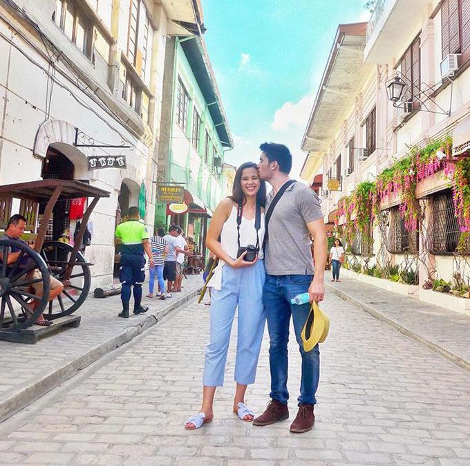 Sau khi đã trở thành nữ hoàng sắc đẹp, Catriona vẫn giữ tình yêu ngọt ngào và bình dị với Clint Bondad. Những lúc rảnh rỗi, hai người lại đi du lịch cùng nhau như những đôi uyên ương bình thường khác, gần đây nhất là Vigan, Ilocos Sur (Philippines).