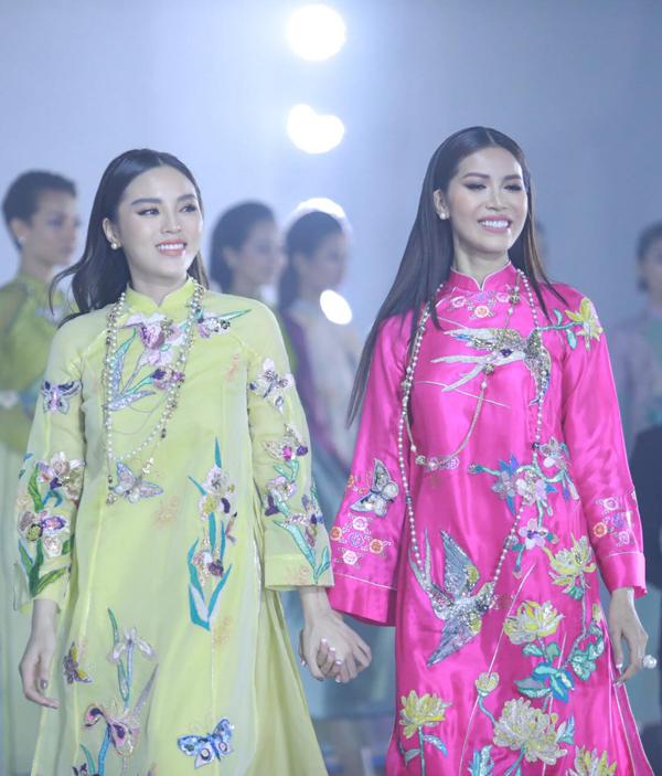 Đảm nhận những vị trí quan trọng ở phần trình diễn là sự góp mặt của hoa hậu Kỳ Duyên và siêu mẫu Minh Tú.