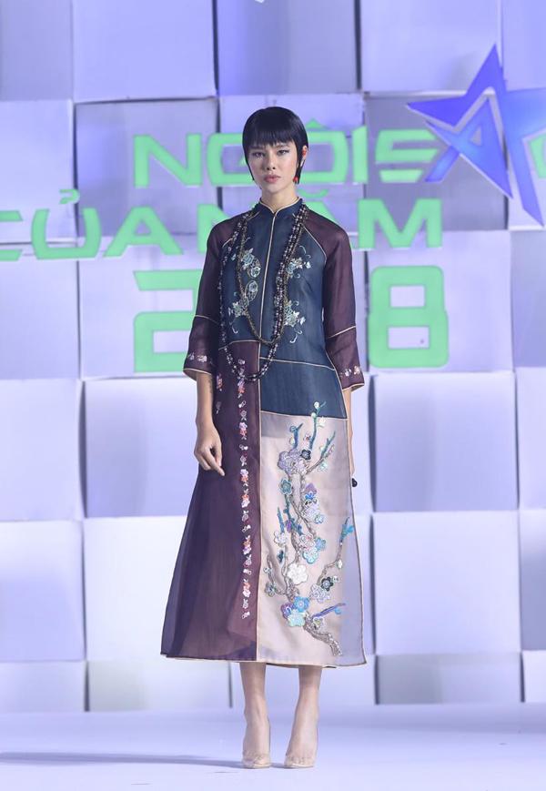 Mái tóc ngắn giúp Hà Kino trở nên cá tính và ấn tượng hơn khi trình diễn áo dài cách tân.