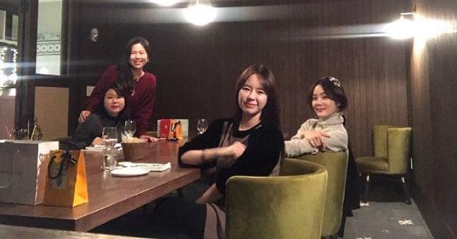 Chae Rim là diễn viên nổi tiếng Hàn Quốc, cô được yêu mến qua Cánh bướm đẹp xinh, Mùa xuân của Đạt Tử, Tình trong biển tình, Túy đả kim chi...Cô kết hôn với ca sĩ Lee Seung Hwan năm 2003, sau đó 3 năm thì ly dị. Năm 2014, người đẹp kết hôn với diễn viên Trung Quốc Cao Tử Kỳ.