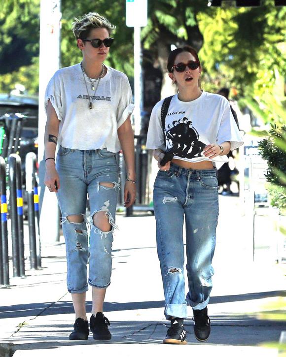 Vào buổi trưa, Kristen tiếp tục xuất hiện bên người bạn mới.