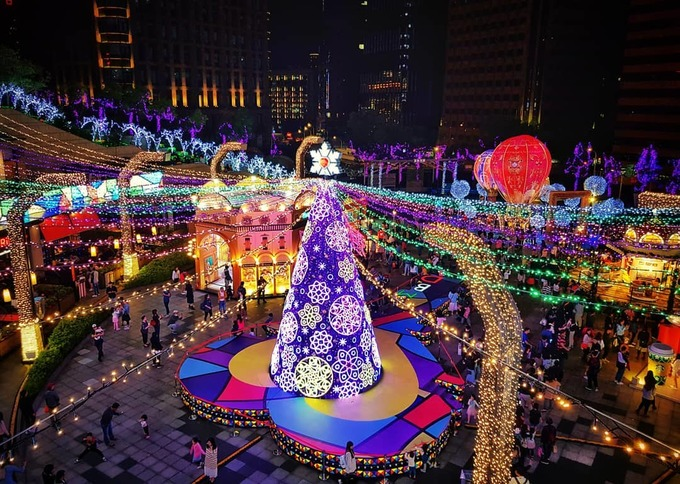 Những cây thông nổi tiếng thế giới mỗi mùa Giáng sinh