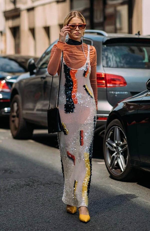 Hai năm trước, vải sequins được liệt vào dòng sảm phẩm dễ khiến người mặc trở nên quê mùa và sến. Nhưng ở năm 2018, chúng lại là thứ được nhắc đến nhiều nhất trong xu hướng thịnh hành.