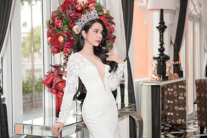 Hoa hậu Huỳnh Vy diện váy xẻ ngực lấn át Khánh Phương - ảnh 6