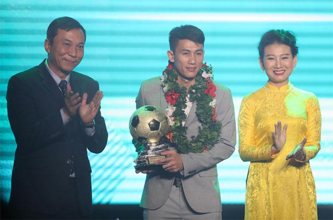 Đoàn Văn Hậu giành giải cầu thủ trẻ hay nhất năm - 4
