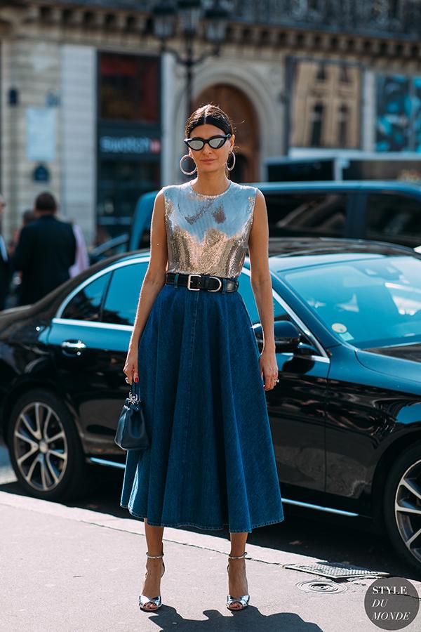 Vải metalic, sequins, vải bóng ánh kim không chỉ được sử dụng làm váy dạ tiệc. Chất liệu mang đậm vẻ hào nhoáng này còn được dùng trong thiết kế đồ ứng dụng.