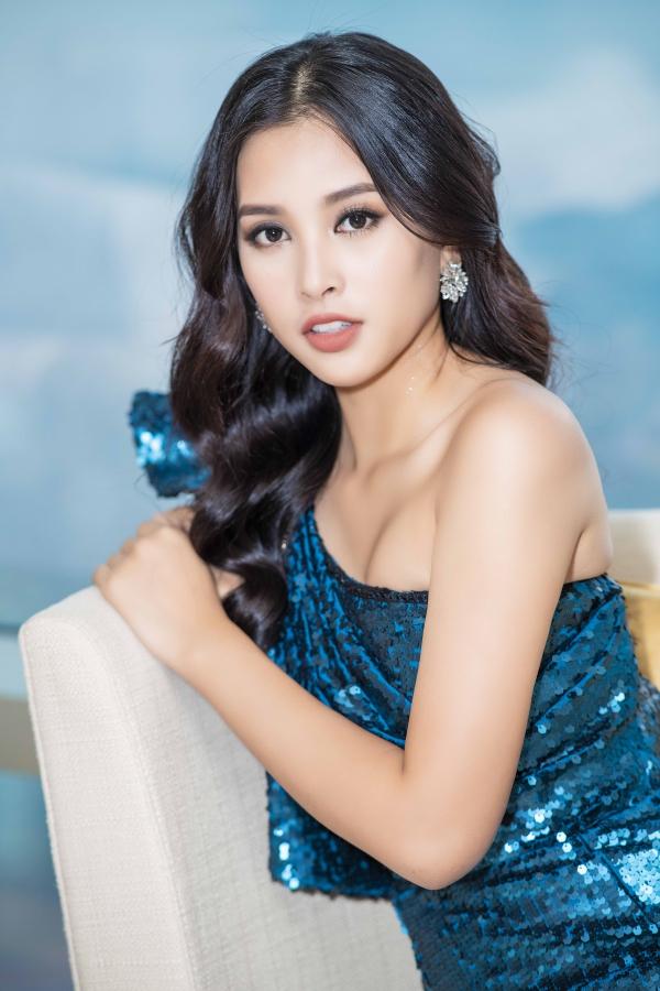 Từ khi trở về từ cuộc thi Miss World 2018, Tiểu Vy trở thành gương mặt đắt show. Dù liên tục dự sự kiện, cô vẫn cố gắng sắp xếp thời gian cân đối việc học tại Đại học Sư phạm Kỹ thuật TP HCM.