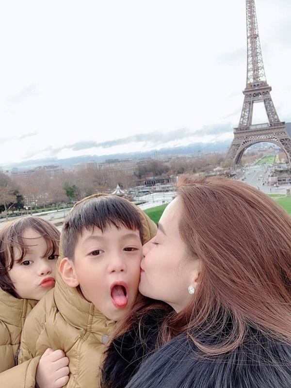 Subeo hào hứng được đi du lịch cùng mẹ đến châu Âu.