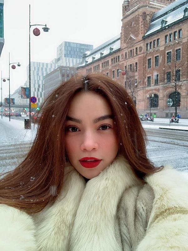 Hồ Ngọc Hà có một năm 2018 nhiều thành công. Cô ra mắt MV Em muốn anh đưa em về, trở thành giám khảo chương trình Asias Next Top Model 2018, phát triển công việc kinh doanh mỹ phẩm...