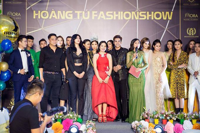 Hoang Tu Fashion Show 2018 là sự kiện tâm huyết củanữ doanh nhânHoàng Thanh Tú, đánh dấu sự ra mắt của hai thương hiệu mới mang tên Hoàng Tú Luxury - thời trang nam và Hoàng Tú Décor với những sản phẩm cao cấp về nội thất. Bữa tiệc cũng là lời tri ân dành cho khách hàng thân thiết của thương hiệu đồng thời đánh dấu bước phát triển mới của Công tyTNHH Thương mại và Dịch vụ Hoàng Gia Việt Namtrong lĩnh vực thời trang và nội thất.