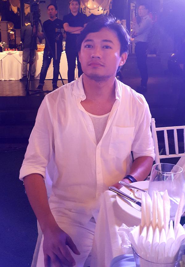 Diễn viên Quý Bình ăn mặc giản dị. Anh đã nghĩ đến việc lập gia đình nhưng chưa tìm được một nửa phù hợp.
