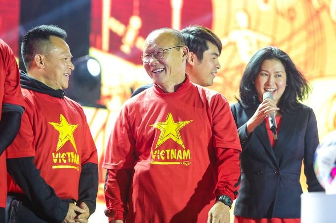 HLV Park và học trò đón Noel cùng CĐV trước khi dự Asian Cup