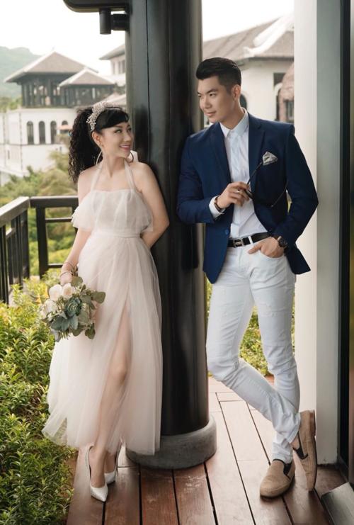 Ảnh cưới của Trương Nam Thành và bà xã hơn tuổi.