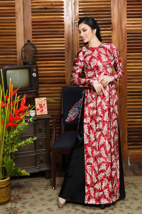 Trong bộ ảnh thời trang mới, MC Huyền Sâm hóa cô gái truyền thống yêu kiều khi diện những thiết kế mới nhất của Linh Bùi.
