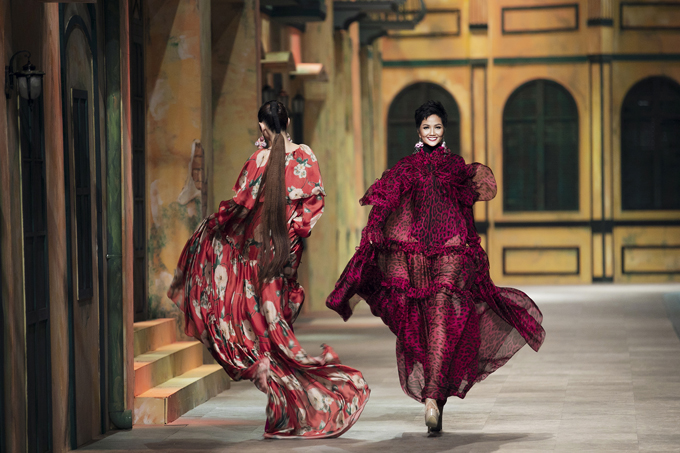 HHiên Niê đọ trình tung váy với Võ Hoàng Yến