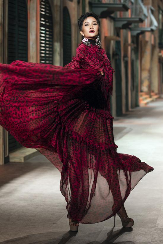 HHiên Niê đọ trình tung váy với Võ Hoàng Yến - 3