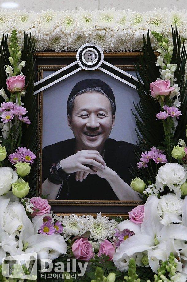 Vợ mất 8 tháng, ca sĩ Hàn cũng từ giã cõi đời vì ung thư - ảnh 1