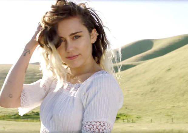 Ngay sau đó, Miley trình làng ca khúc Malibu lấy cảm hứng từ tình yêu với Liam. Trong MV, nữ ca sĩ xuất hiện với hình ảnh cô gái say đắm hạnh phúc, mộng mơ trên cánh đồng đầy hoa và bãi biển thơ mộng ở thành phố Malibu. Người đẹp kể: Cách đây 3 năm, tôi chưa bao giờ nghĩ rằng mình sẽ ngồi đây viết bài hát này... Mọi người đang thảo luận về tôi mỗi khi tôi rời nhà hàng cùng anh Liam. Bởi vậy, tại sao tôi không truyền thêm sức mạnh vào tình yêu này và nói lên điều trái tim đang cảm nhận?.Malibu đánh dấu bước ngoặt trong hình ảnh và phong cách âm nhạc của Miley Cyrus. Đó là một Miley dịu dàng, nữ tính, một giai điệu pop ngọt ngào khác hoàn toàn với Wrecking Ball hay We Cant Stop... nổi loạn, sexy bạo liệt của 3 năm trước.