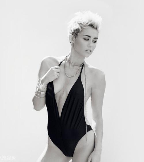 Miley Cyrus bắt đầu theo đuổi phong cách gợi cảm, triệt để rũ bỏ hình ảnh ngôi sao Disney từ đầu năm 2013. Đây cũng là thời điểm mối quan hệ của nữ ca sĩ và Liam Hemsworth trục trặc. Là một chàng trai truyền thống đến từ Australia, Liam dường như không tán thành sự đổi thay táo bạo của vị hôn thê và mâu thuẫn giữa hai người ngày càng lớn dần.