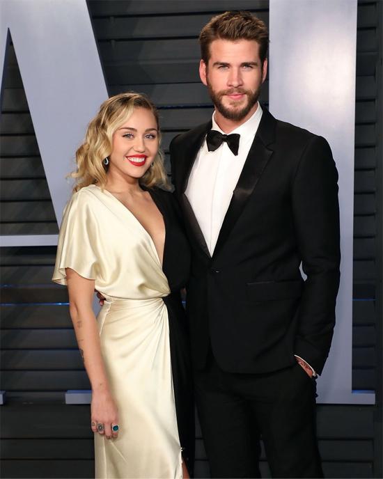 Miley ngày càng trở thành một cô gái đằm thắm và duyên dáng hơn bên vị hôn phu. Cặp sao hạnh phúc sánh đôi tới lễ bữa tiệc sau lễ trao giải Oscar 2018. Miley tâm sự về tình yêu sâu sắc cô luôn dành cho Liam cũng như sự trưởng thành của cả hai: Tôi không biết được rằng một ngày nào đó chúng tôi sẽ về bên nhau, nhưng trong sâu thẳm trái tim, tôi chưa bao giờ cảm thấy tình yêu ấy kết thúc. Chúng tôi đã giữ được một tình bạn tuyệt vời theo một cách riêng tư. Việc có không gian riêng để nhìn nhận lại bản thân là một cơ hội tốt. Nếu không, bạn sẽ mãi là một người như thế khi gắn bó với một người từ năm 16 đến 24 tuổi. Chúng tôi đã trở thành những người độc lập hơn. Tôi cảm thấy tình yêu của chúng tôi vẫn giống như xưa, ngoại trừ cả hai đã trưởng thành hơn rất nhiều.