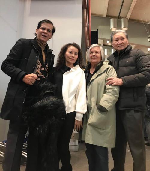 Bố Mẹ Hồ Ngọc Hà thân thiết cùng bố mẹ Kim Lý.