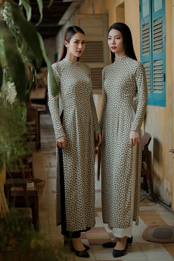 Hoa hậu Việt Nam qua ảnh 2012 Phan Thu Quyên (trái) cùng người mẫu Lê Mỹ Duyên làm mẫu giới thiệu BST áo dài Hoa liti của NTK An Nhiên. Nét đẹp dịu dàng, thùy mị và đậm chất Á Đông của hai người đẹp phù hợp tinh thần cổ điển của BST.