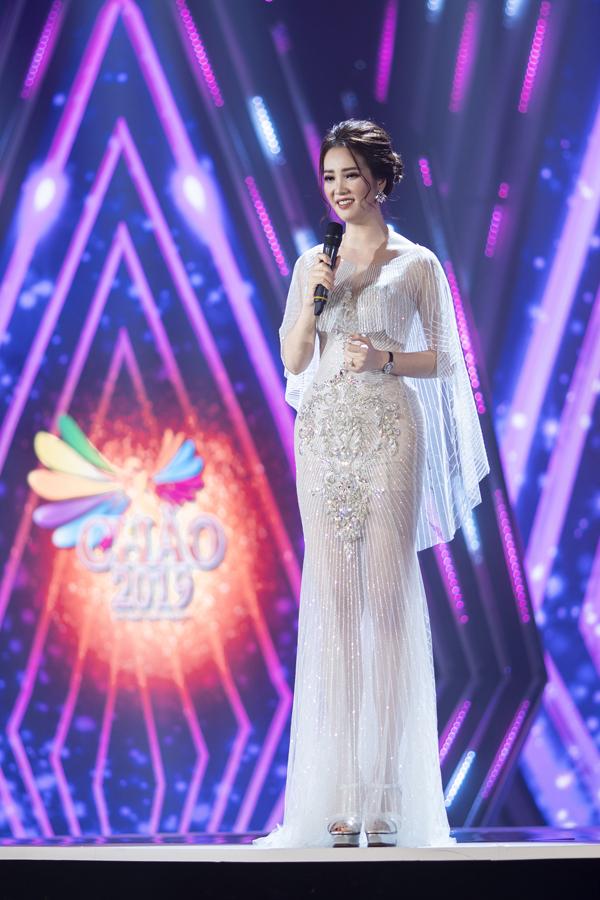 MC Thụy Vân khoe đường cong ấn tượng trong trang phục xuyên thấu tinh tế khi ghi hình chương trình Chào xuân 2019.