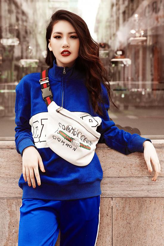 Bộ ảnh được thực hiện với sự hỗ trợ của nhiếp ảnh Kim Bánh Trôi Nước, trang điểm Thanh Phong, stylist Hiệp Chu.
