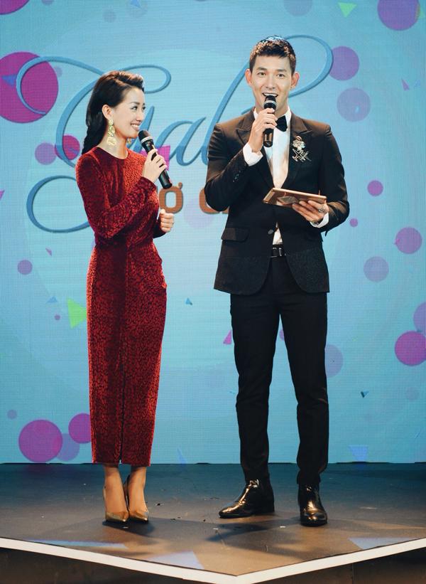 MC Quỳnh Chi và diễn viên Song Luân lần đầu có dịp làm việc cùng nhau khi được giao nhiệm vụ dẫn dắt Gala Giờ giải trí, phát sóng vàodịp Tết dương lịch. Đây là chương trình tổng hợp tin tức giải trí và những gương mặt nghệ sĩ nổi bật nhất trong năm 2018.