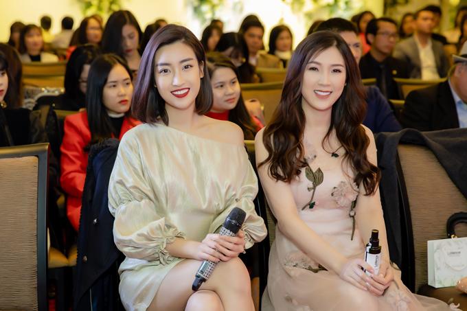 Đỗ Mỹ Linh mặc váy ngắn giữa trời lạnh 9 độ C dự event của Nguyễn Thị Loan