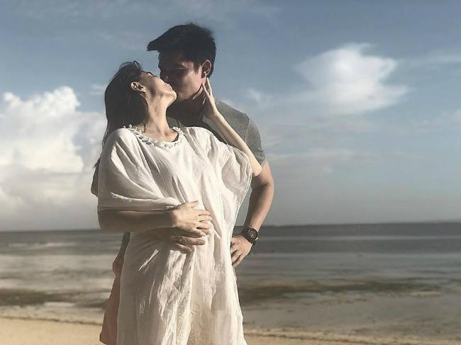 Trên trang cá nhân, Marian cũng đăng tải nhiều hình ảnh gia đình cô trong kỳ nghỉ vừa qua. Cặp sao tới đây để kỷ niệm 5năm ngày cưới.