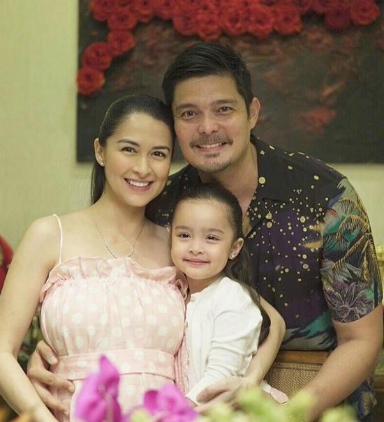 Trở về từ kỳ nghỉ cuối năm ở đảo Siargao, gia đình ngôi sao Philippines Marian Rivera đã kịp đón năm mới ở quê nhà bên những người thân yêu. Trên mạng xã hội, cặp sao nổi tiếng chia sẻ những tấm ảnh gia đình hạnh phúc bên nhau, kèm theo lời chúc mừng năm mới tới mọi người.