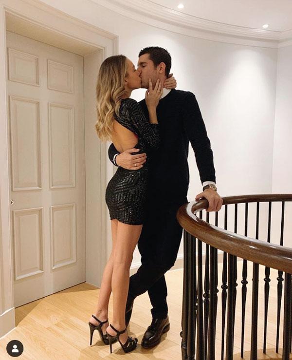 C. Ronaldo và bạn gái khoe thân mừng năm mới - 8