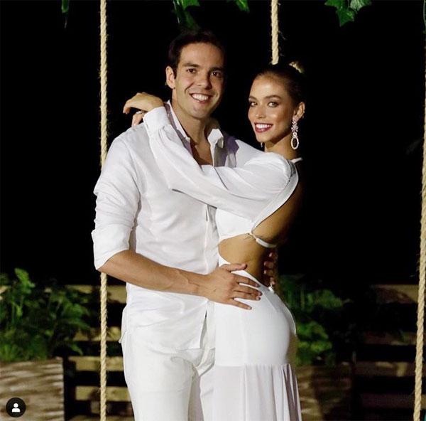 Năm thứ ba Kaka đón giao thừa bên người yêu trẻ trung Carolina Dias.