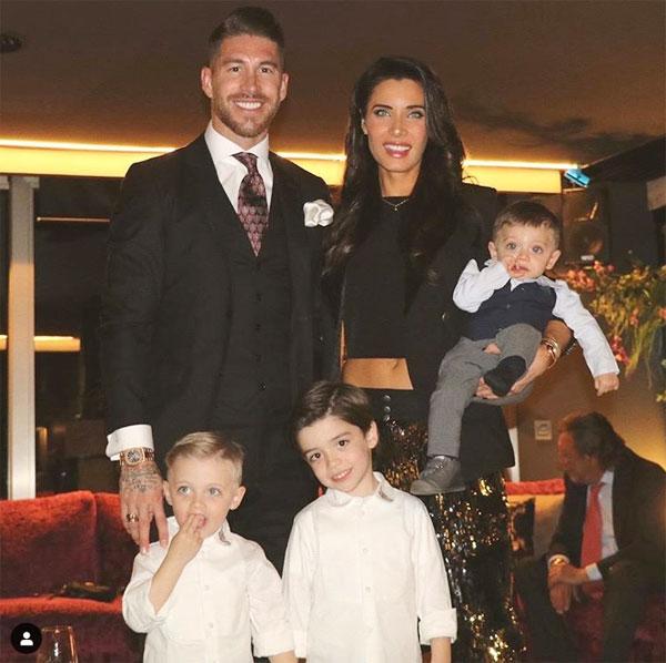 C. Ronaldo và bạn gái khoe thân mừng năm mới - 11