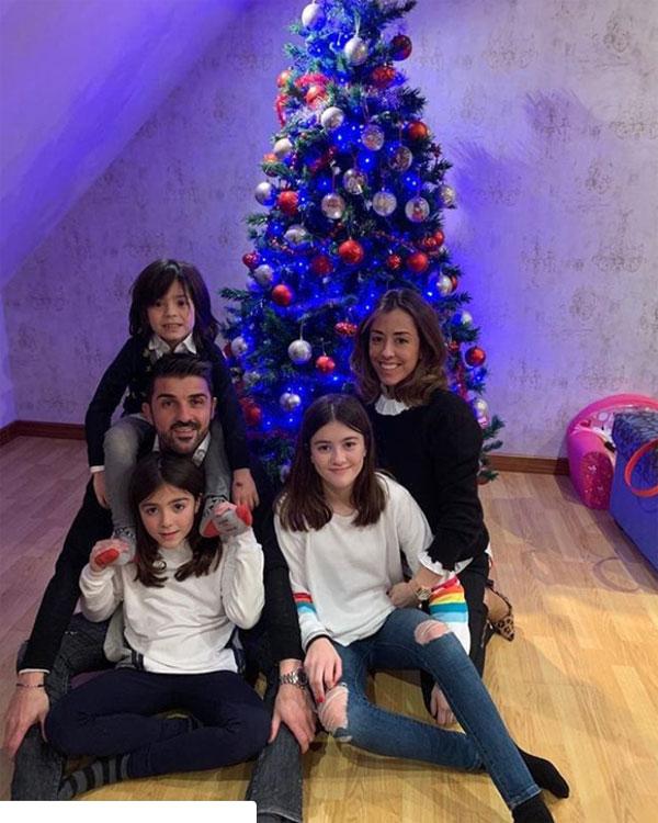 Cựu tiền đạo David Villa mừng năm mới bên vợ con.