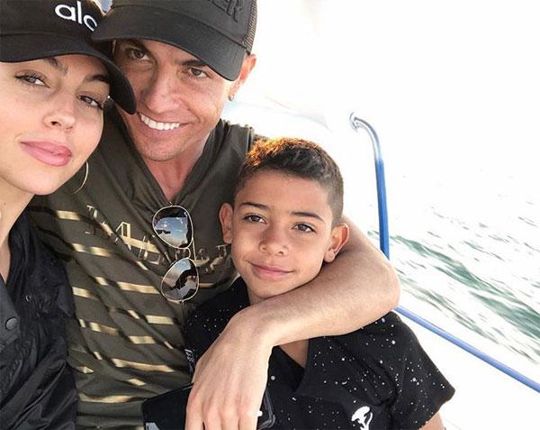 C. Ronaldo và bạn gái khoe thân mừng năm mới - 4