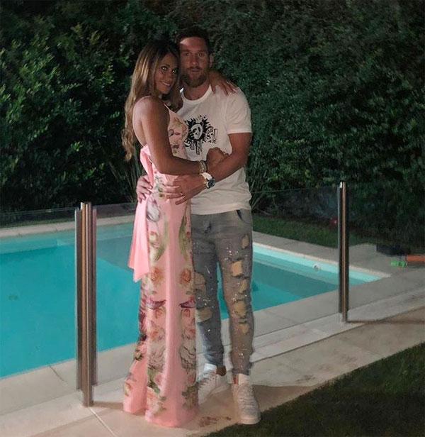 C. Ronaldo và bạn gái khoe thân mừng năm mới - 6