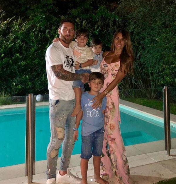 C. Ronaldo và bạn gái khoe thân mừng năm mới - 7