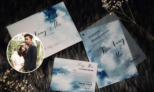 Ca sĩ MiA chọn thiệp cưới màu nước tông xanh pastel