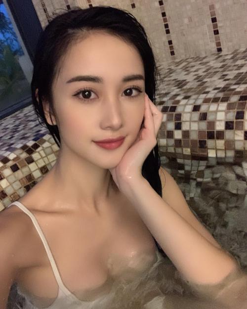 Jun Vũ được fan khen đẹp tựa nữ thần.