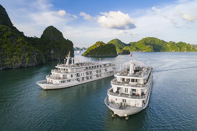 Du thuyền 5 sao sang trọng ở Vịnh Hạ Long được Lê Thanh Hoà chọn lựa để giới thiệu bộ sưu tập xuân hè 2018.