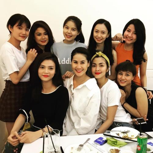 Tăng Thanh Hà hội ngộ cùng diễn viên Thân Thúy Hà và những người bạn.